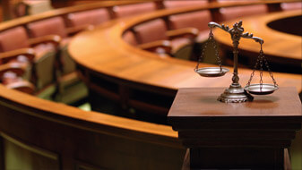 image of a courtroom a felony defense lawyer would work in